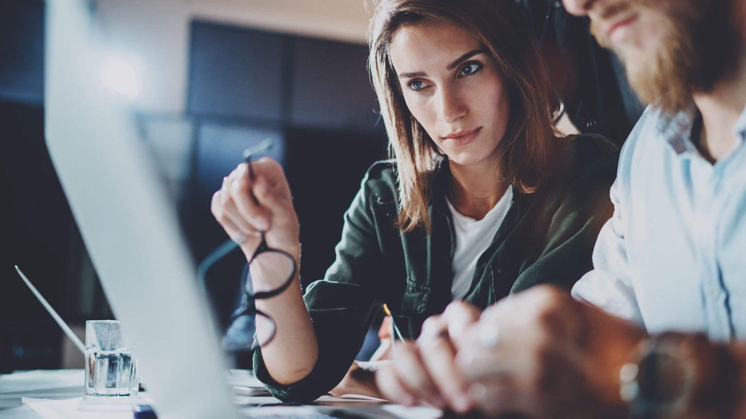 two people discuss broker vs private sale